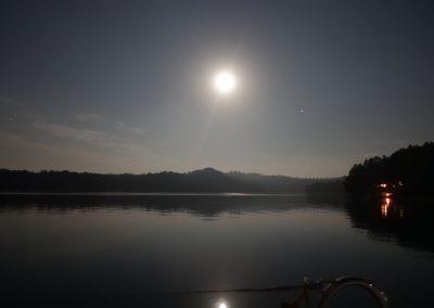 Nocne żeglowanie po Solinie